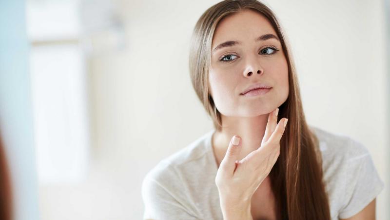 lecenje-akni-laserom-tretman-lica-diva-poliklinika